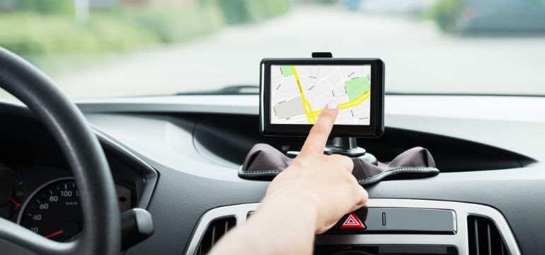 Femme _Voiture _GPS_geolocalisation_professionnelle